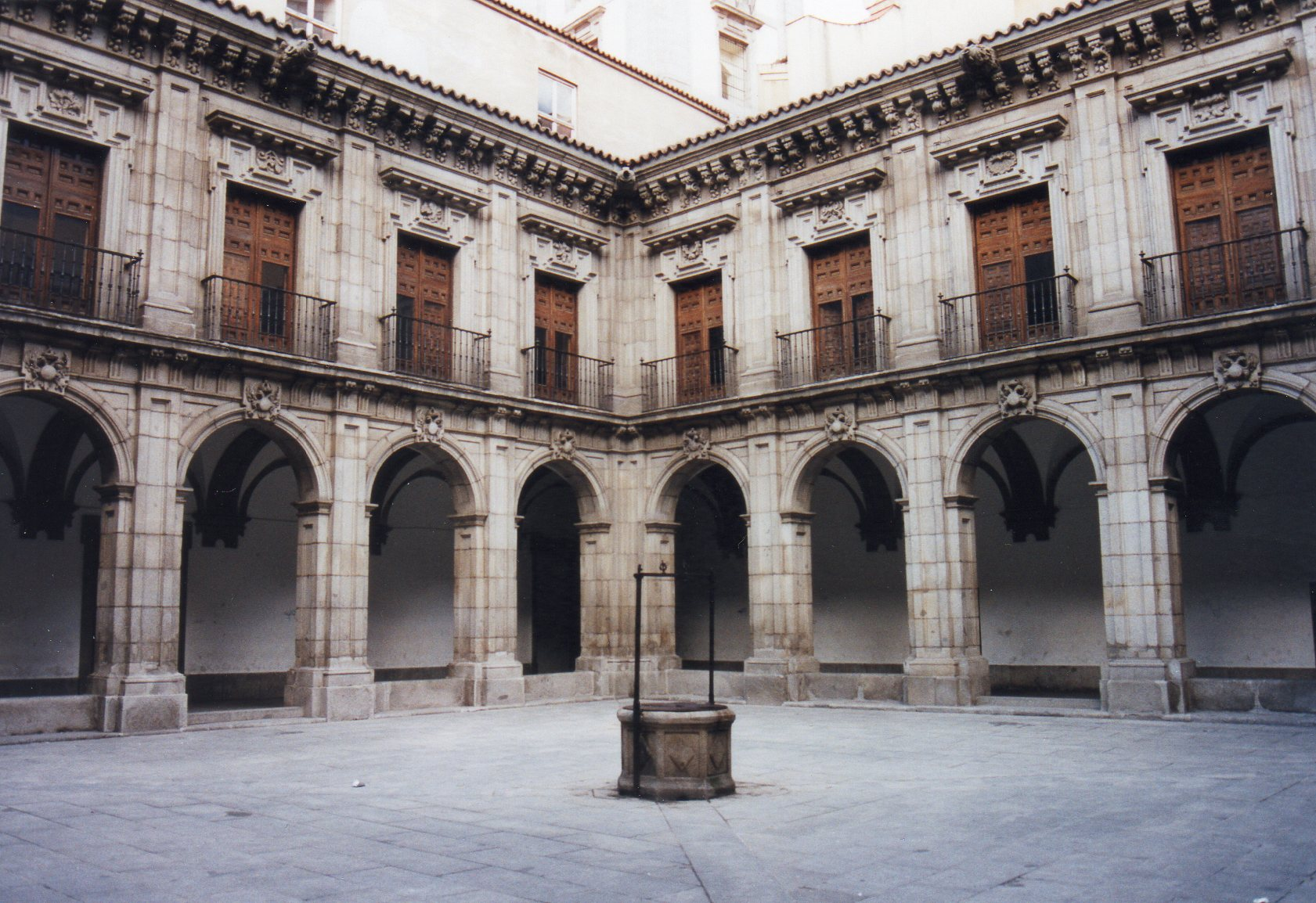 Melchor de Bueras?: Claustro del Instituto San Isidro, Madrid.