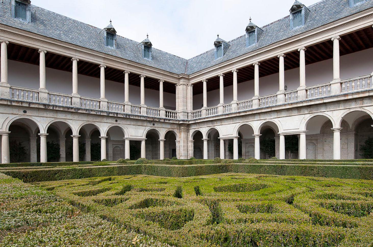 Vista de los jardines de la Galería de Convalecientes.