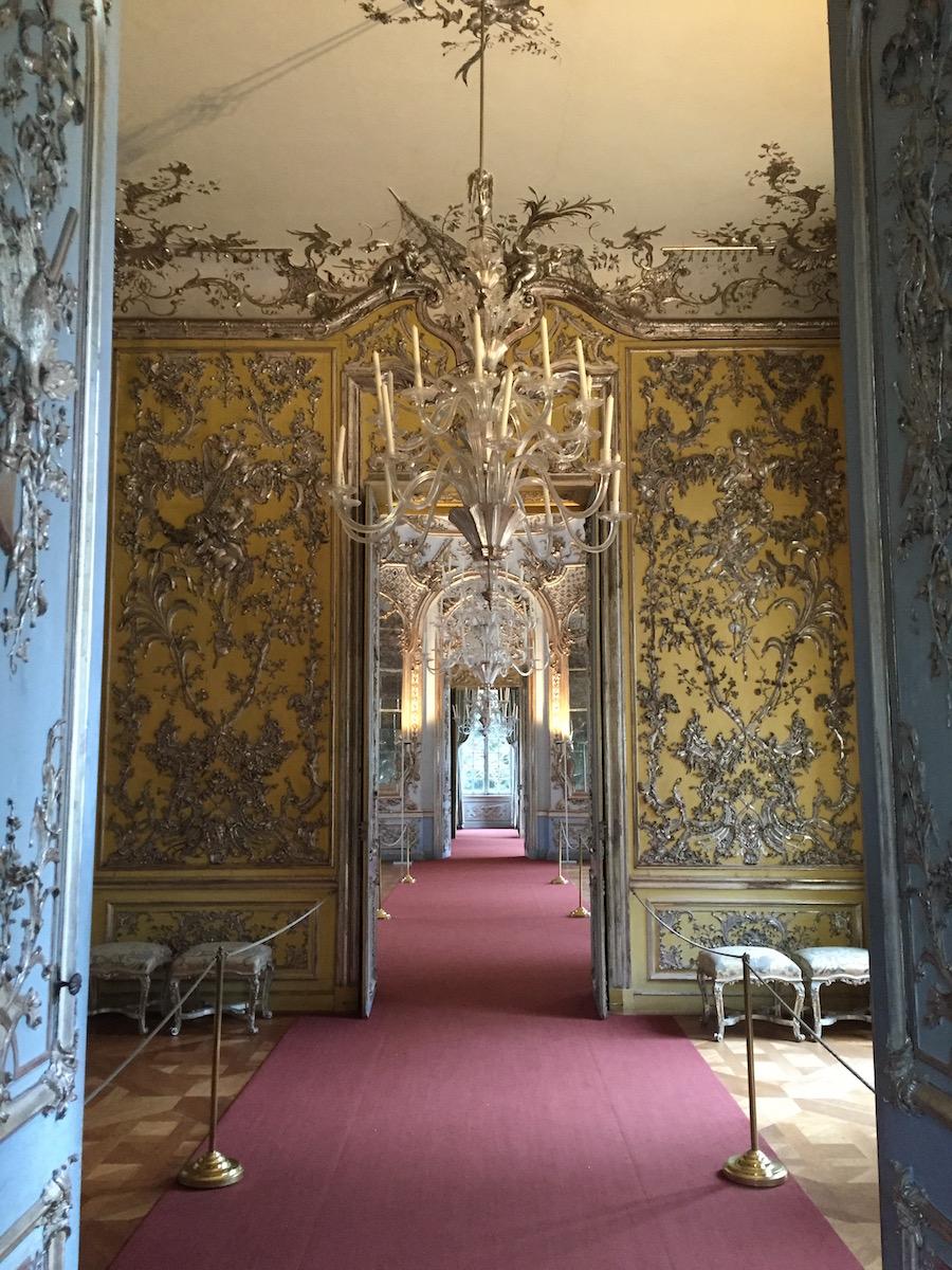 Perspectiva del interior del palacete de Amalienburg.