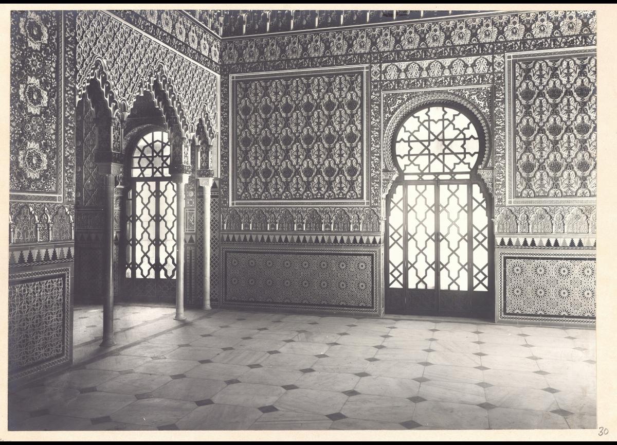 Antigua fotografía de la Sala Árabe del Museo del Ejercito en el Salón de Reinos del antiguo Palacio del Buen Retiro.