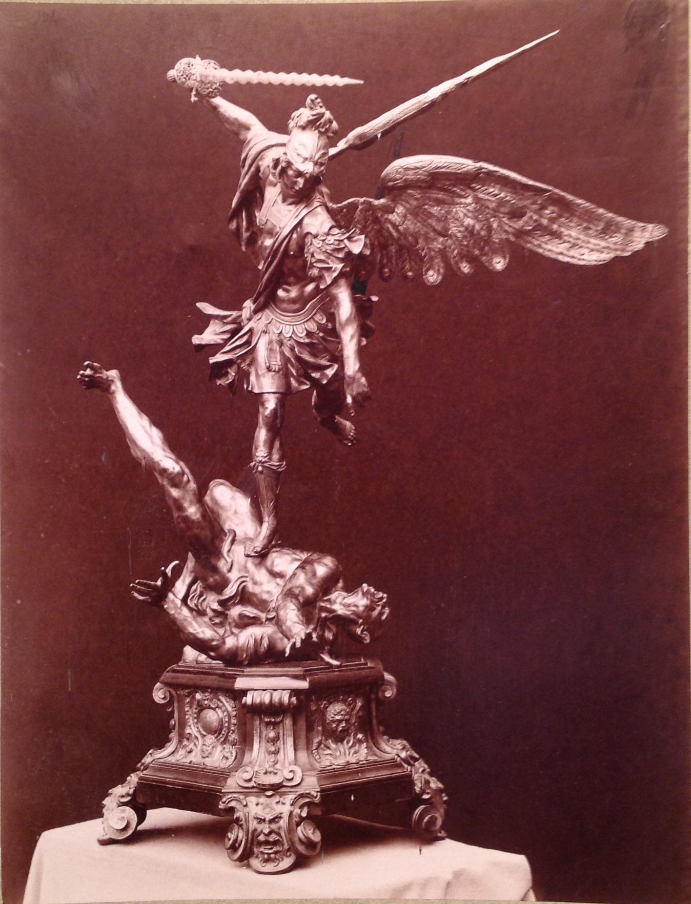 Una escultura, dos reinas, un comerciante, una baronía y una investigadora